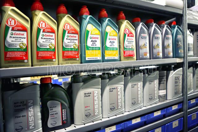 Замена моторного масла Nissan в техцентре Юнион Моторс: моторное масло в канистрах