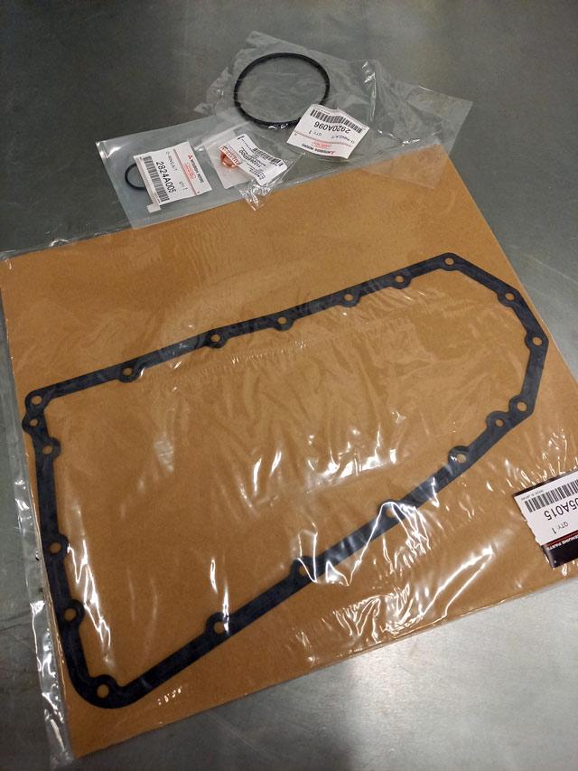 Устанавливаем новые прокладки и уплотнители при полной замене масла АКПП Nissan и Infiniti в Юнион Моторс